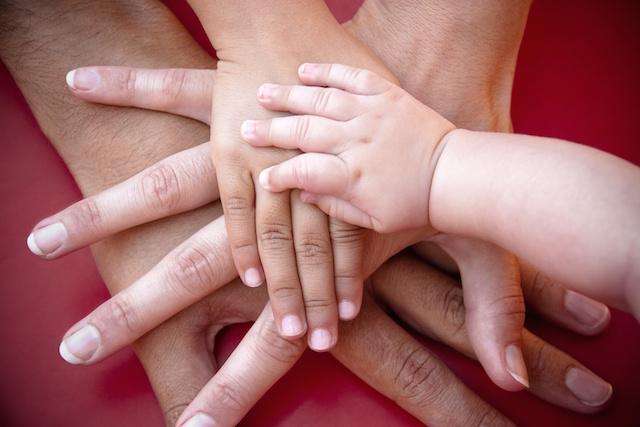 mains les unes sur les autres
